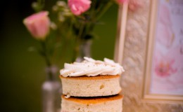 Naked cake favour Unmistakably You